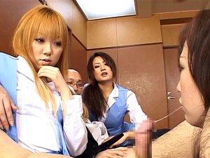 Drei verheiratete japanische Amateur-MILFs machen Unzucht in einer heißen Orgie